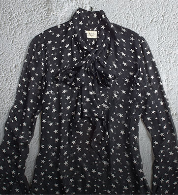 Tie-neck shirt with a star print